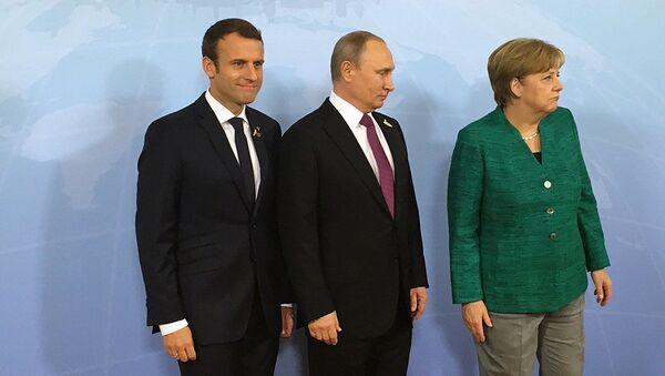 Schůzka ruského prezidenta Vladimira Putina s německou kancléřkou Angelou Merkelovou a s prezidentem Francie Emmanuelem Macronem. Ilustrační foto - Sputnik Česká republika