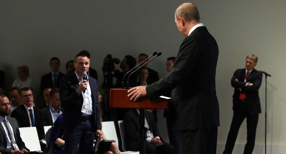 Vladimir Putin během tiskové konference v Hamburku