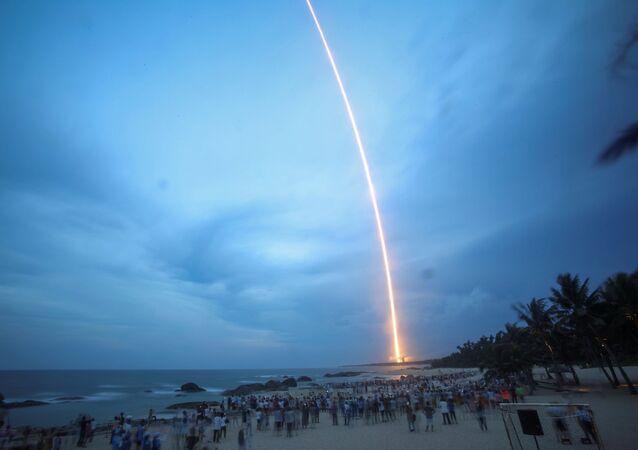Start čínské rakety Y2 Long March-5 v provincii  Chaj-nan, Čína