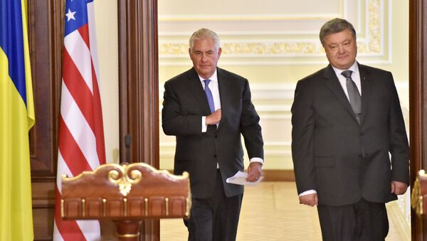 Ministr zahraničních věcí USA Rex Tillerson s ukrajinským prezidentem Petrem Porošenkem - Sputnik Česká republika