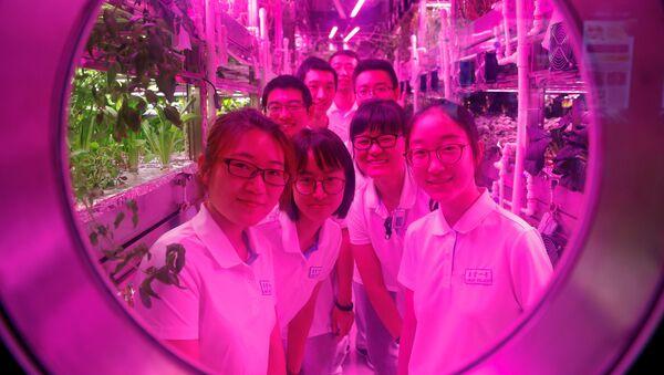 Studenti se připravují na experiment v laboratoři Jegun v Číně - Sputnik Česká republika