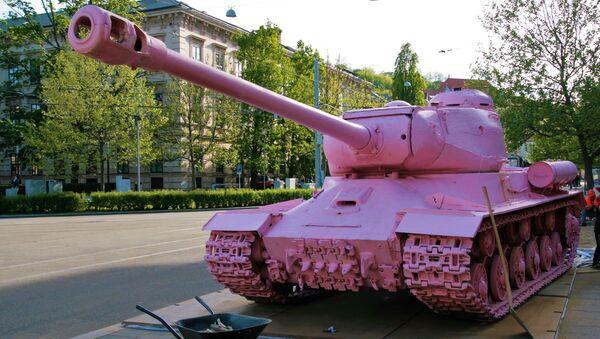 Růžový tank v Brno - Sputnik Česká republika