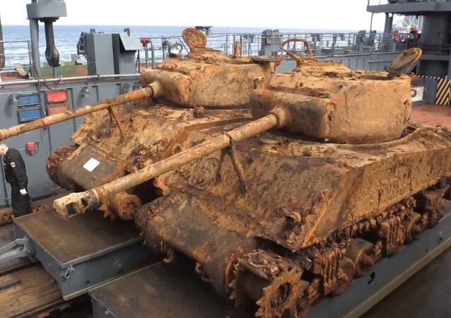 Ze dna Barentsova moře vyzvedli americké tanky doby 2. sv. války