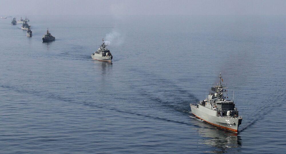 Íránské vojenské lodě v Hormuzském průlivu