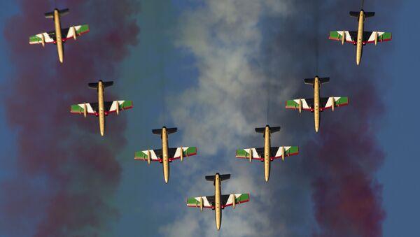 Pilotážní skupina Al Fursan na Dubai Airshow-2015 - Sputnik Česká republika