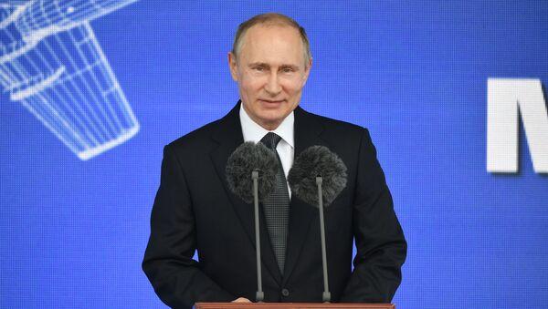 Vladimir Putin na aerosalonu MAKS 2017 - Sputnik Česká republika