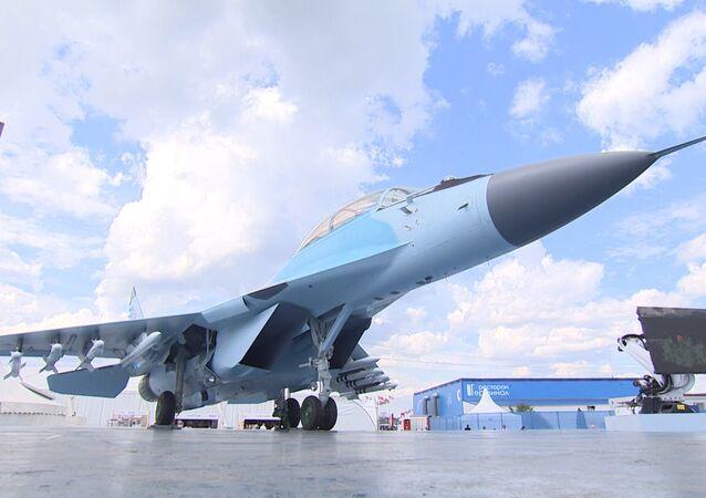 Manévry nejnovější stíhačky MiG-35