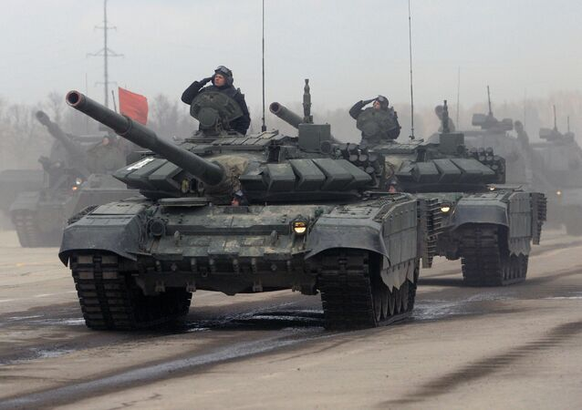 Tanky T-90 během zkoušky Přehlídky vítězství