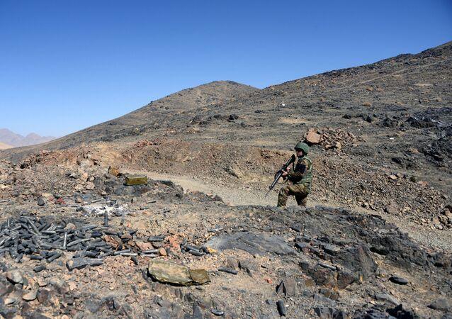 Afghánský voják během hlídky