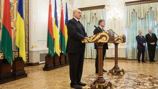 Brífink Alexandra Lukašenka a Petra Porošenka - Sputnik Česká republika