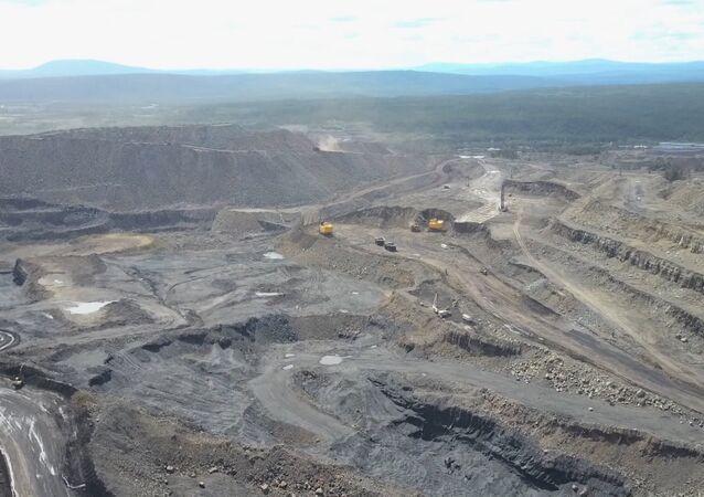 Jak se těží uhlí: důl z ptačí perspektivy