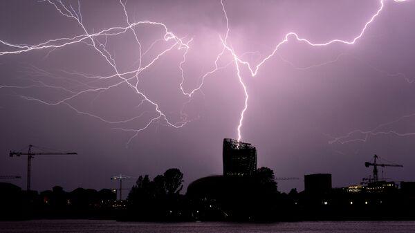 Blesk za bouřky v Bordeaux, jihozápadní Francie - Sputnik Česká republika