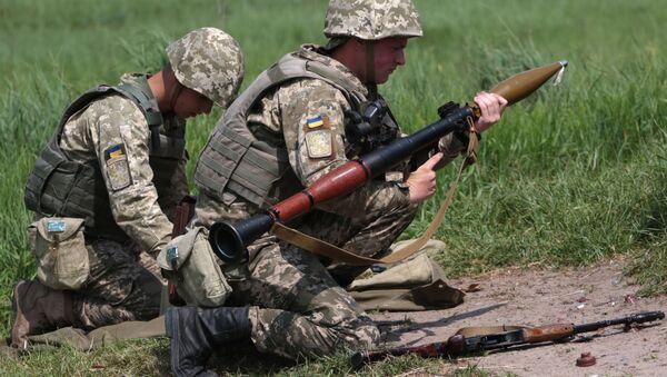 Ukrajinští vojáci během cvičení. Archivní foto - Sputnik Česká republika