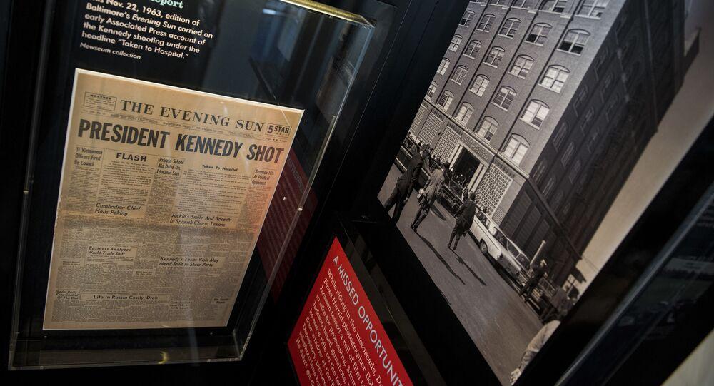 Noviny informující o smrti Johna Kennedyho