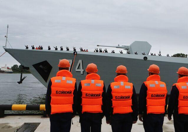 Slavnostní ceremonie vítání jedné z třech lodí čínského námořnictva v přístavu Baltijska