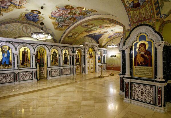 V létě roku 1929 byl chrám uzavřen, kříže a zvony byly sundány. Byl přestavěn na kino - Sputnik Česká republika
