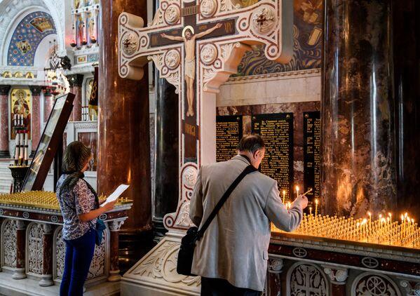 V prosinci roku 2005 byla ve zrestaurovaném chrámu provedena první bohoslužba po 75 letech - Sputnik Česká republika