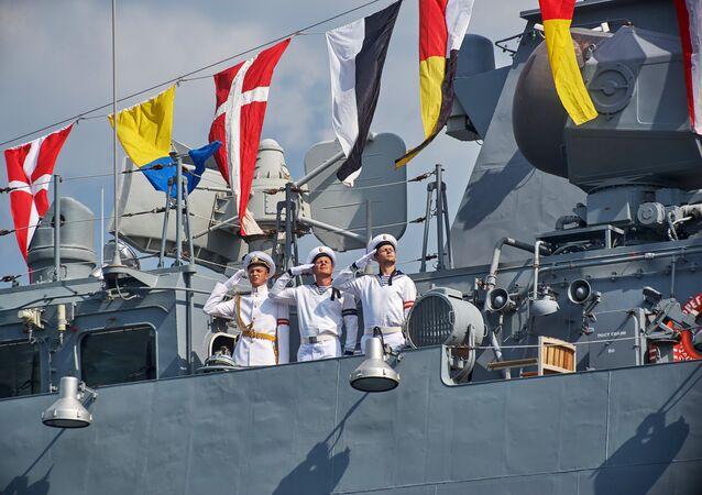Zkouška vojensko-námořní přehlídky v Sevastopolu