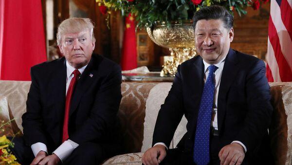 Americký prezident Donald Trump a prezident ČLR Si Ťin-pching - Sputnik Česká republika