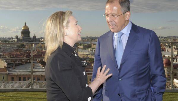 Ministr zahraničí Ruska Sergej Lavrov a bývalá ministryně zahraničí USA Hillary Clintonová v Petrohradě. Archivní foto - Sputnik Česká republika