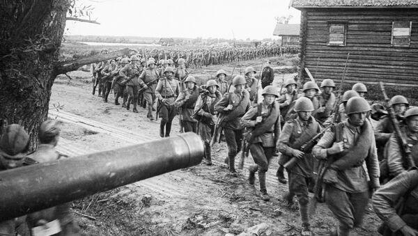 Sovětští vojáci na území Polska v roce 1944 - Sputnik Česká republika