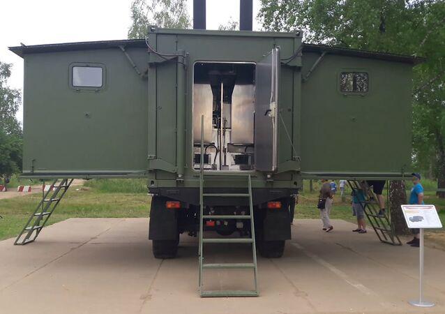 Polní kuchyně uvnitř nákladního auta KAMAZ na ARMI2017