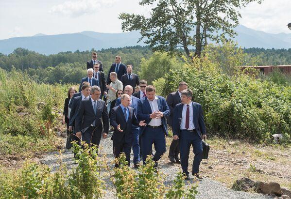 Vypouštění mláďat se pravidelně provádí společností Rybozavod Bajkal pro obnovení a podporu biologické různorodosti Bajkalu - Sputnik Česká republika