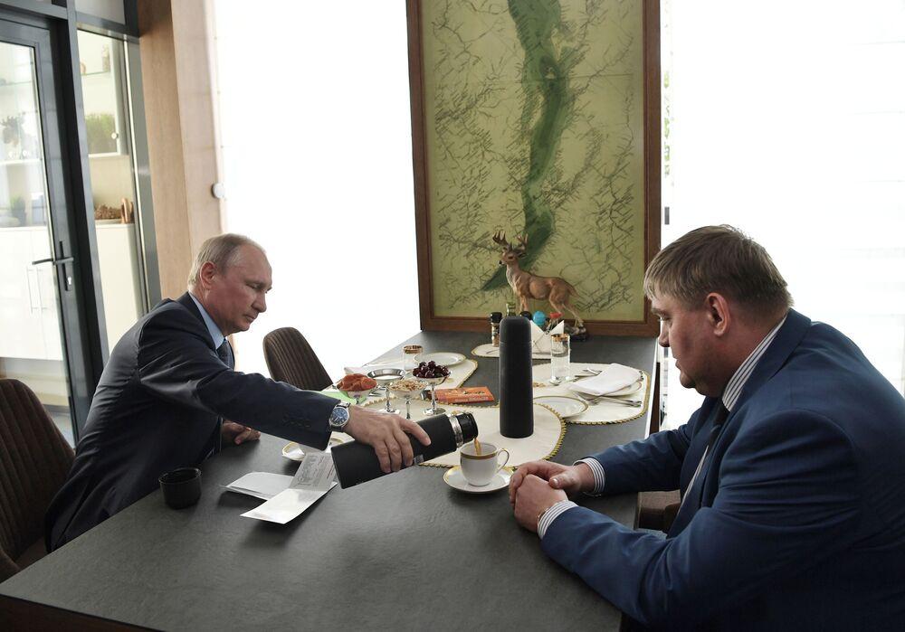 Prezident během setkání se starostou města Čeremchovo Vadimem Semjonovem