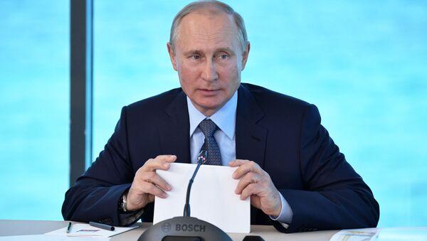 Ruský prezident Vladimir Putin provádí poradu o otázkách rozvoje Bajkalského přírodního území - Sputnik Česká republika