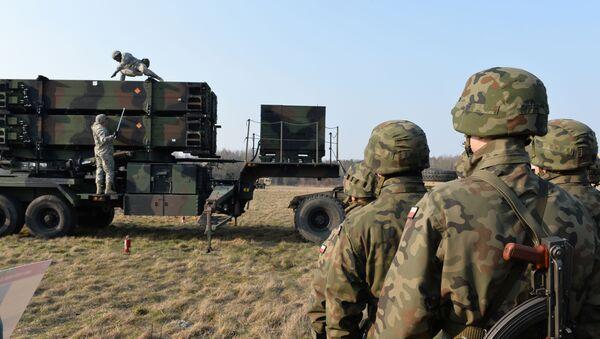 Američtí a polští vojáci kolem systému protivzdušné obrany Patriot - Sputnik Česká republika