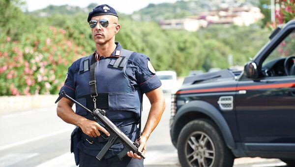 Italský policista (ilustrační fotografie) - Sputnik Česká republika
