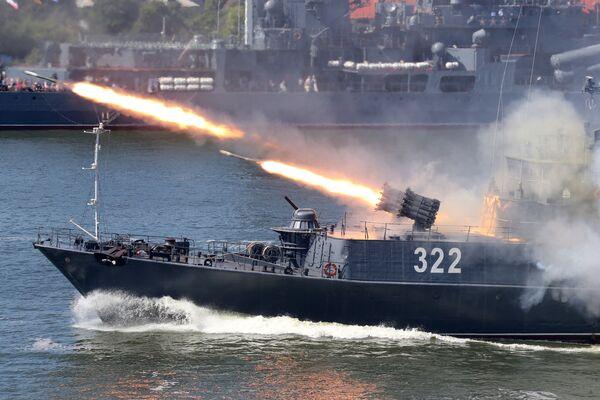 Vrhač raketových hlubinných pum RBU 6000 na malém protilodním plavidle Baltské flotily Kabardinsko-Balkarsko během oslav Dne vojenského námořnictva v Baltijsku - Sputnik Česká republika