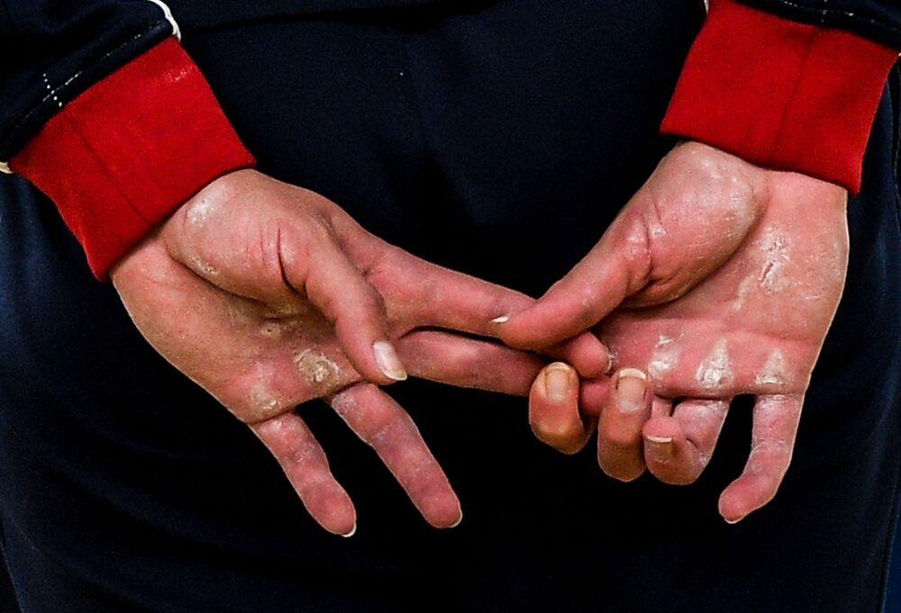 Fotografie ruského fotografa Alexeje Filippova Na konečcích prstů obsadila první místo v nominaci Sport. Série fotografií