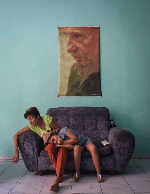 Ruská fotografka Kristina Kormilicynová s foto Černý kvadrát Fidela má třetí místo v nominaci Hlavní zprávy. Série fotografií - Sputnik Česká republika