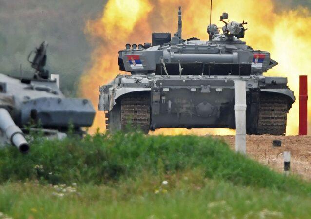 Tank srbského týmu na tankovém biatlonu. Alabino, Moskevská oblast, Rusko