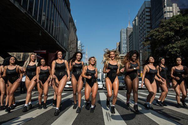 V tomto roce vybírají Brazilci už po sedmé majitelku nejhezčího pozadí v zemi v soutěži Miss BumBum - Sputnik Česká republika