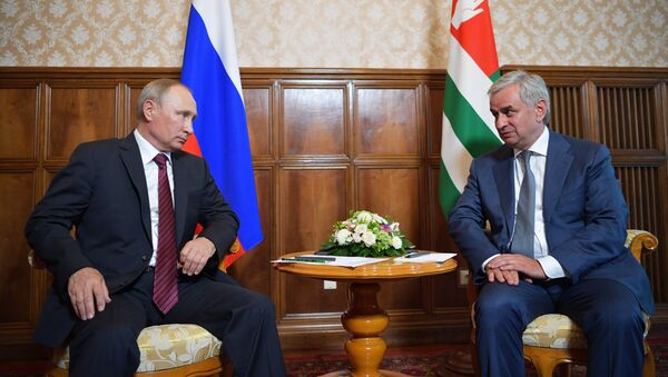 Vladimir Putin a Raul Chadžimba - Sputnik Česká republika