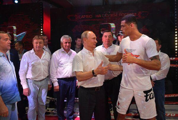 Vladimir Putin navštívil Mezinárodní turnaj v bojovém sambu v Soči - Sputnik Česká republika