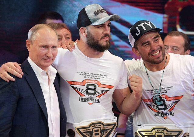 Vladimir Putin navštívil Mezinárodní turnaj v bojovém sambu v Soči
