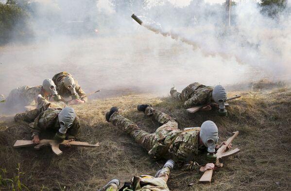 Militarizovaný dětský tábor na Ukrajině - Sputnik Česká republika