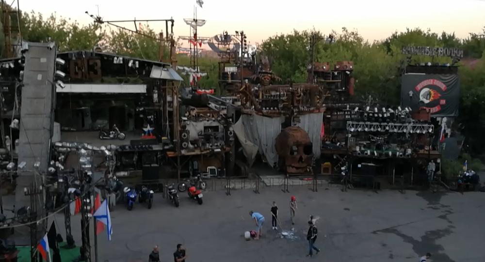 """Bike centrum v Moskvě: podívejte se do """"doupěte"""" Nočních vlků"""