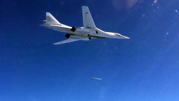 Bombardér RF s raketou s plochou dráhou letu - Sputnik Česká republika