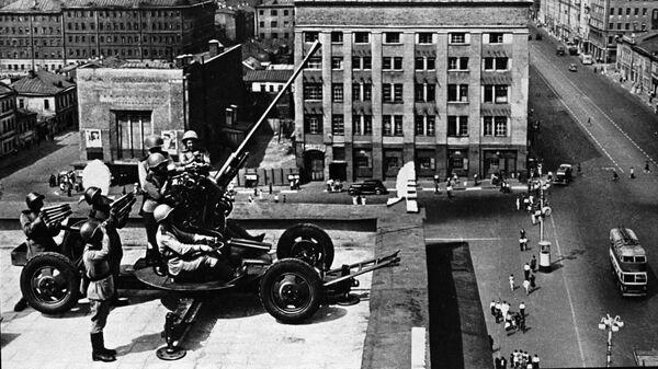 Зенитчики обороняют небо Москвы во время Великой Отечественной войны  - Sputnik Česká republika