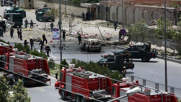 Důsledky výbuchů vedle budovy parlamentu v Kábulu. - Sputnik Česká republika