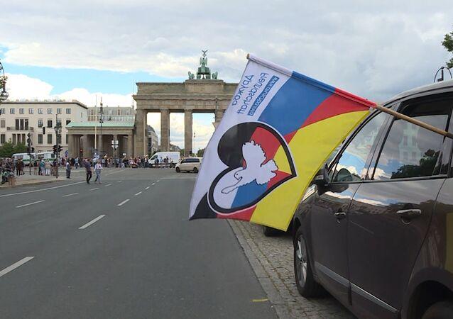 45 měst a 40 000 kilometrů. Automobilová cesta přátelství Berlín-Moskva