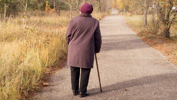 Důchodkyně v parku. Ilustrační foto - Sputnik Česká republika