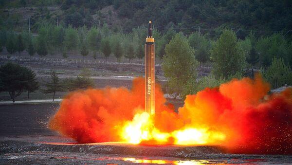 Zkouška nové severokorejské rakety Hwasong-12 - Sputnik Česká republika