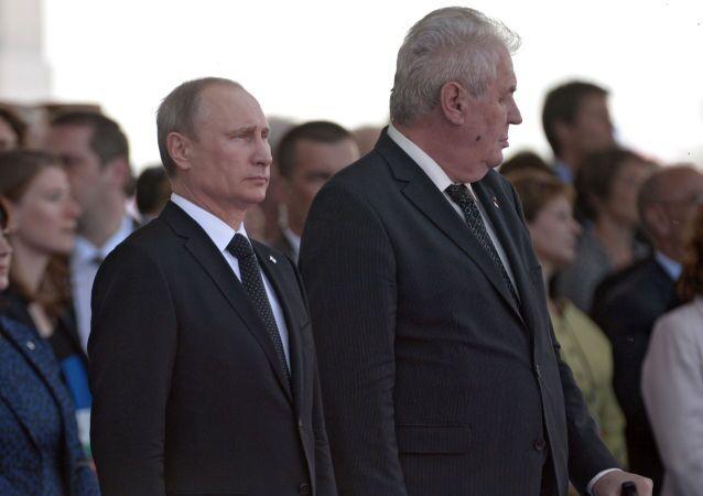 """""""Jen zaprodanec v cizím zájmu z nás může dělat nepřítele Ruska."""" Fiala to natřel politikům z demobloku. Silná slova"""