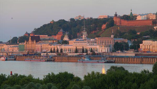 Pohled na Říční nádraží a Nižněnovgorodský kreml v Nižním Novgorodu - Sputnik Česká republika