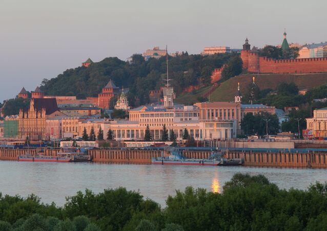 Pohled na Říční nádraží a Nižněnovgorodský kreml v Nižním Novgorodu